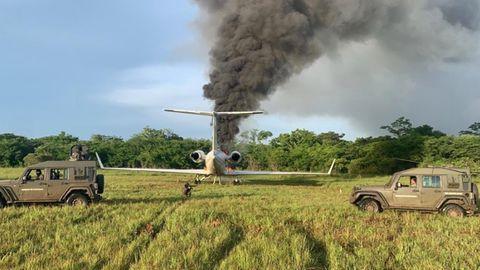 Nach der Landung in Brand gesetzt: Eine Gulfstream voller Drogen in Guatemala Ende Juli