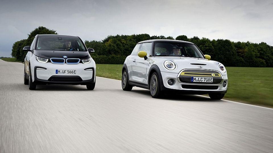 Unterm Strich hat der Mini Cooper SE (rechts) gegenüber dem BMW i3 knapp die Nase vorne
