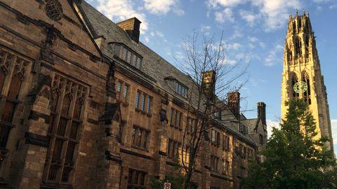 Der Harkness Tower auf dem Campus der Universität Yale