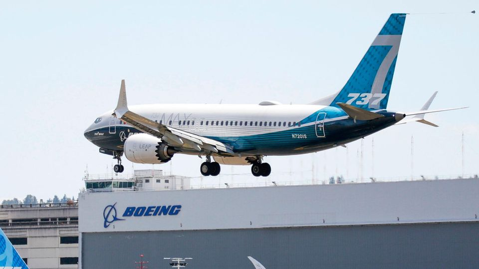 Eine Boeing 737 Max setzt Ende Juni zur Landung auf dem Boeing Field in Seattle nach einem Testflug an