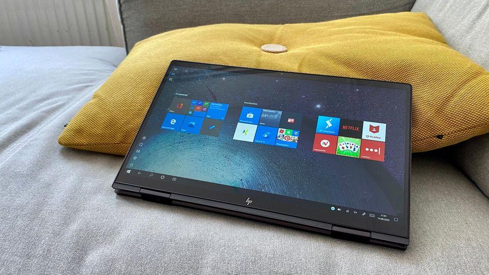 Im Tabletmodus macht das HP Envy x360 auch auf der Couch Spaß