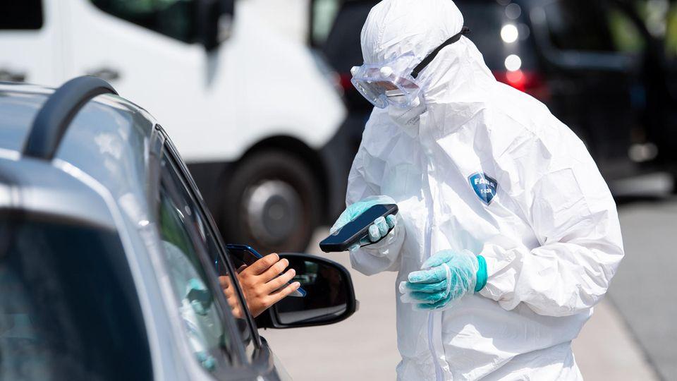 Coronavirus-Teststation an einer Autobahn in Bayern