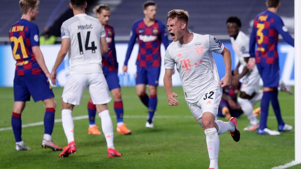 Joshua Kimmich vom FC Bayern feiert seinen 5:2-Treffer gegen den FC Barcelona