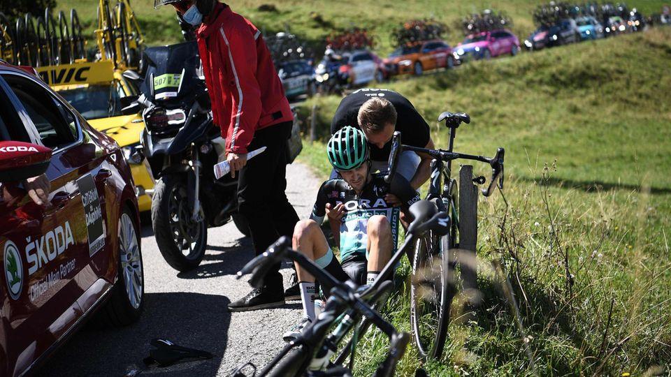 Emanuel Buchmann rappelt sich nach seinem Sturz bei der Dauphiné wieder auf