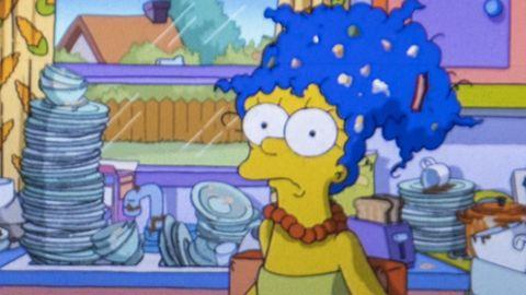 Marge Simpson mit dem Abwasch