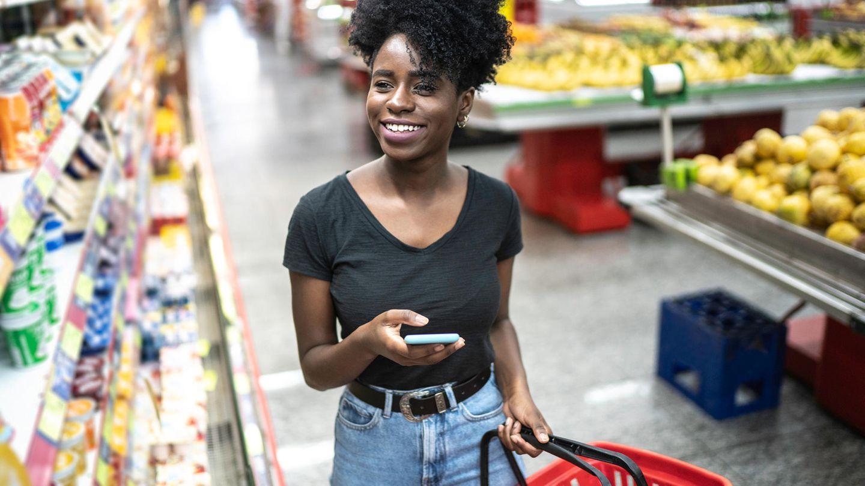 Bald keine Vision mehr: Die Überwachungskamera analysiert die Kunden und auf dem Handy erscheinen die richtigen Einkauftipps.
