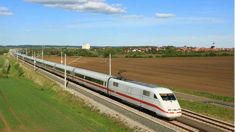 Ein ICE 1 der Deutschen Bahn AG