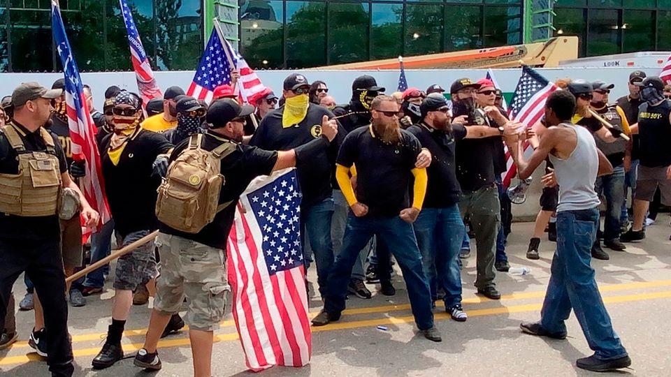 USA: Rechtsextreme liefern sich Straßenkämpfe mit Gegendemonstranten