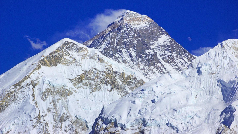 Vom Kala Patthar aus gesehen: Den8848 Meter hohen Mount Everest bestieg Reinhold Messner am20. August 1980 im Alleingang - ohne zusätzlichen Sauerstoff aus der Flasche. Zwei Jahre zuvor stand er zusammen mit Peter Habeler bereits auf dem Gipfel.