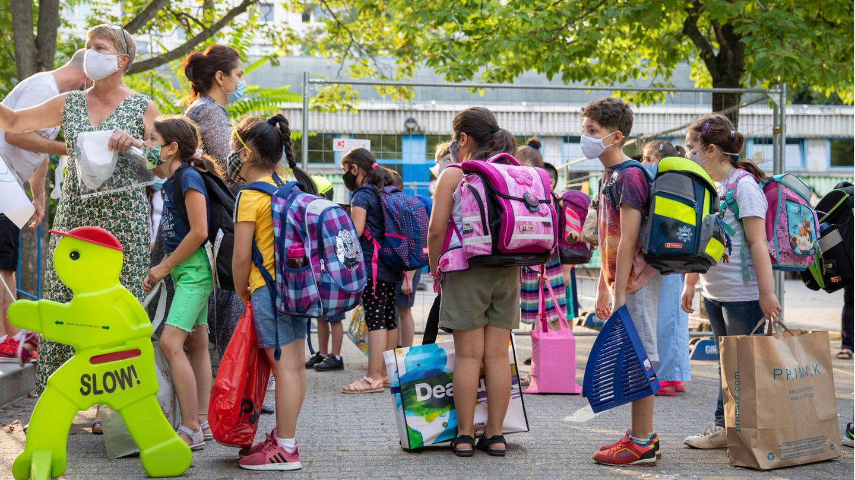 Brandenburg: Schulleiter hebt Maskenpflicht an Schule auf – und wird suspendiert
