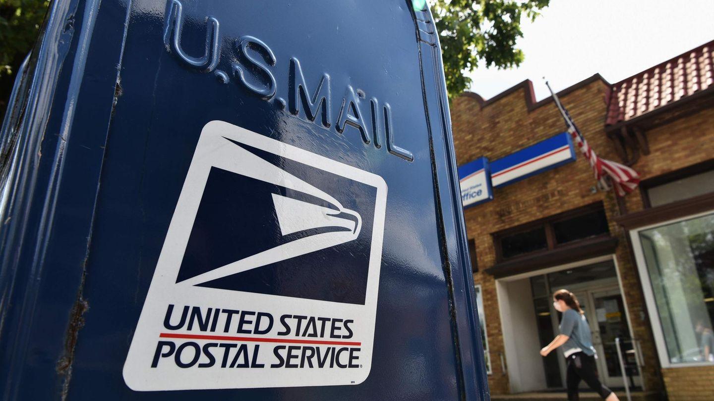 Im Streit um eine mögliche Behinderung von Briefwahlen hat die US-Post umstrittene Sparmaßnahmen vorerst auf Eis gelegt