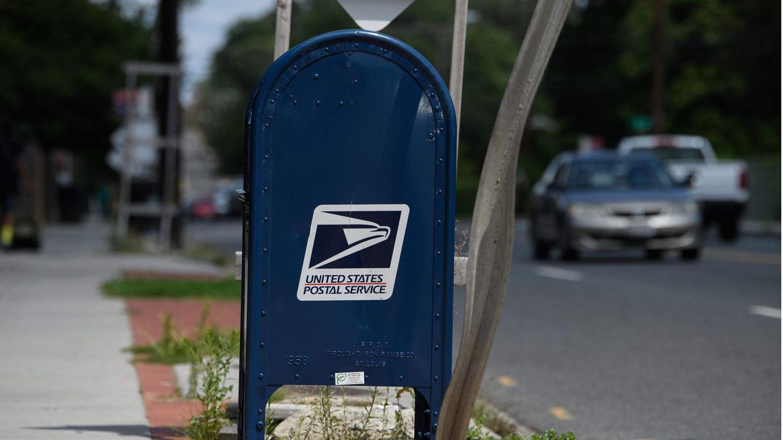 Ein Postkasten desUnited States Postal Service (USPS)
