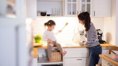 In kleinen Küchen sollten Sie jeden Zentimeter sinnvoll nutzen