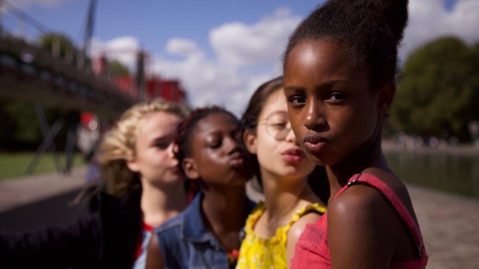 """Im Netflix-Film """"Mignonnes"""" geht es um die Herausforderungen des Heranwachsens"""