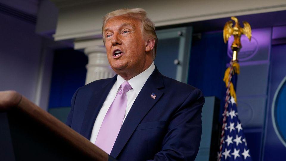Donald Trump, Präsident der USA, spricht während einer Pressekonferenz im Weißen Haus