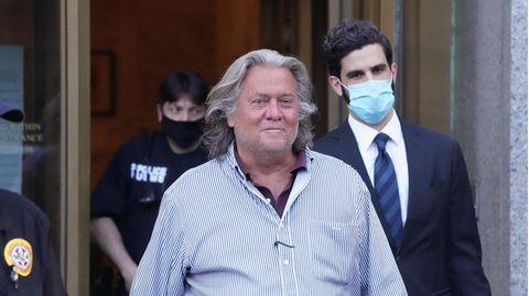 Steve Bannon verlässt das Gericht in Manhattan