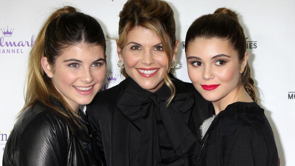 SchauspielerinLori Loughlin (M.)mit ihren TöchternIsabella Rose (l.) und Olivia Jade