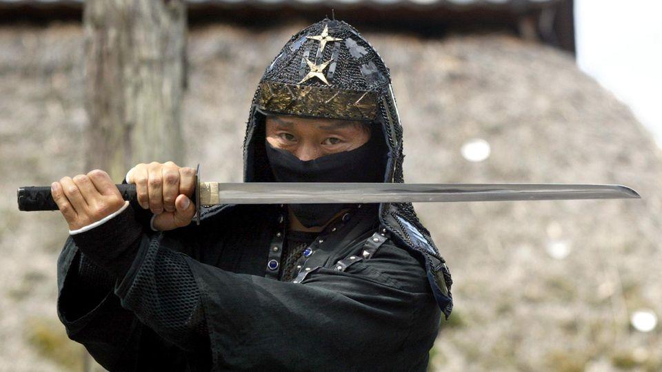 Ninja mit Schwert