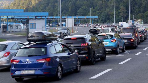 Kilometerlange Autoschlangen an der Grenze zwischen Kroatien und Slowenien