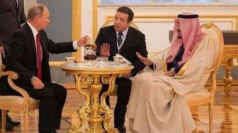 König von Saudi-Arabien lehnt bei einem Kreml-Besuch den Tee aus der Hand von Wladimir Putin ab
