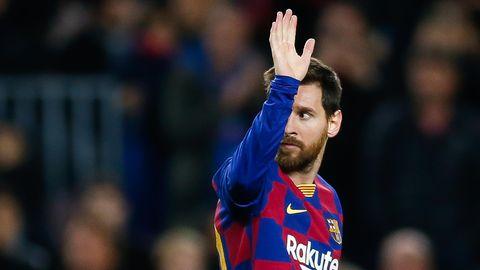 Lionel Messi winkt
