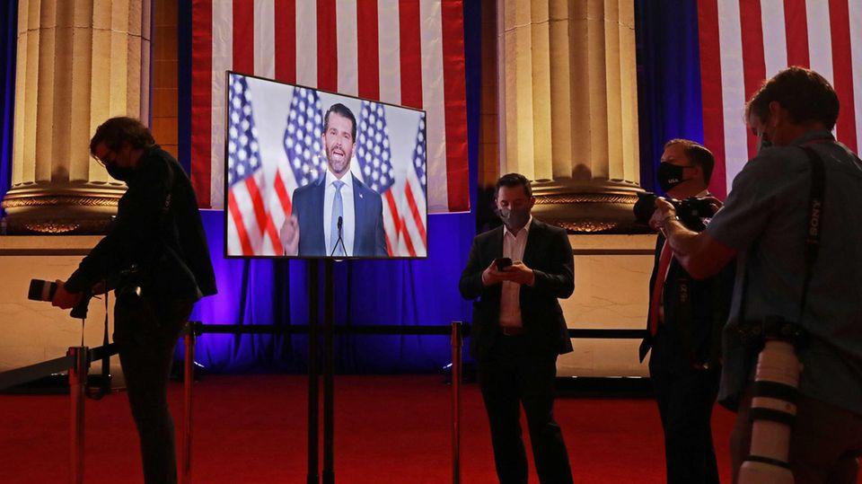 Journalisten verfolgen den Parteitag der Republikanischen Partei