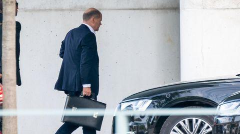 Olaf Scholz geht zum Koalitionsausschuss in Berlin