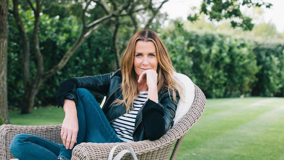 VOE STERN 36/2020  ndia Hicks, at her home in London. 2015 (Oxfordshire, England – probably easier to say London)  India Amanda Caroline Hicks is a British writer, interior designer, television presenter, and former fashion model. She ran an American lu...
