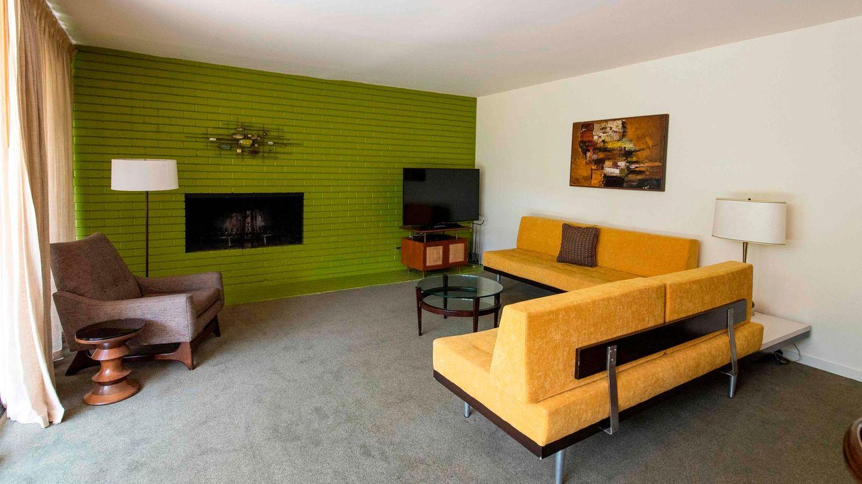 So sieht es im Wohnzimmer desChateau Marmont Bungalow aus