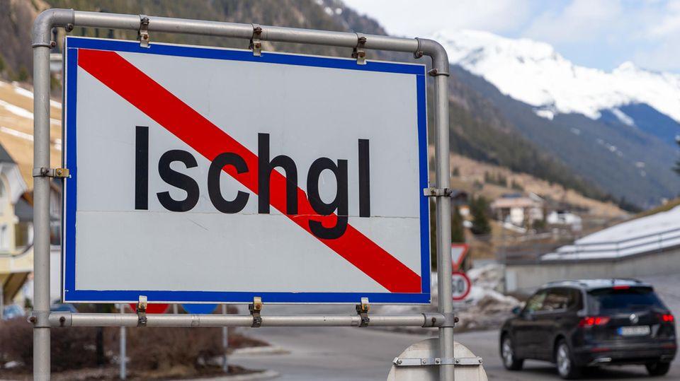 Ein Ortsschild steht am Ausgang der Ortschaft Ischgl