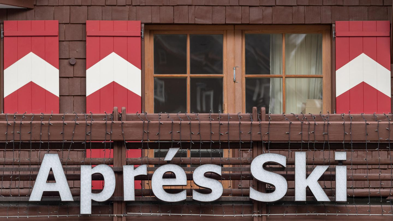 Schild mit Rechtschreibschwäche im Französischen: Der TirolerWintersportort Ischgl stehtals eine Keimzelle des Coronavirus für ganz Europa schwer in der Kritik