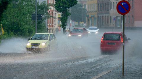 Städte und Küsten unter Wasser: An der Ostsee tobt die stärkste Sturmflut seit mehr als zehn Jahren