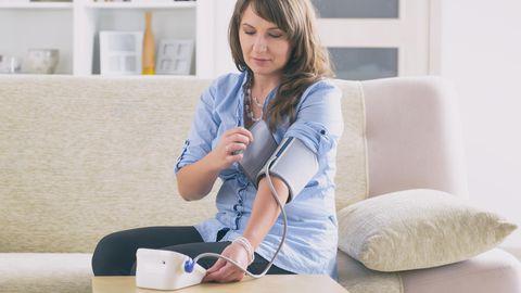 Bluthochdruck: Stiftung Warenrtest prüft Blutdruckmessgeräte