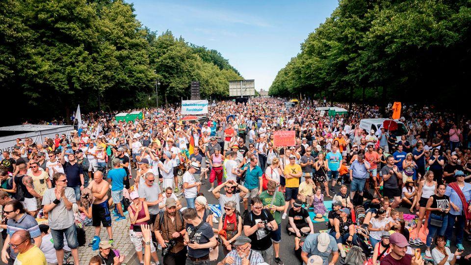 Demonstration von Gegnern der Coronavirus-Schutzmaßnahmen in Berlin