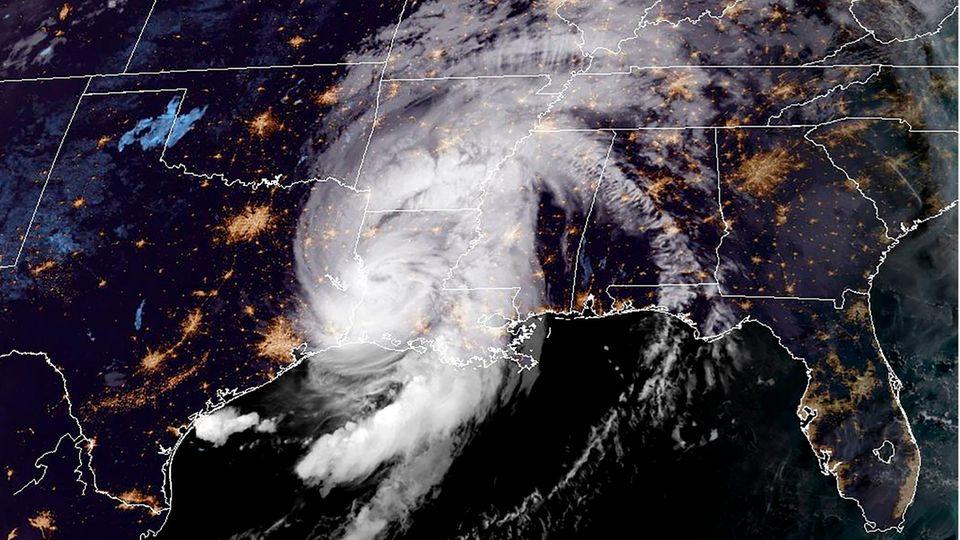 Das Satellitenbild zeigtHurrikanLaura über dem US-BundesstaatLouisiana