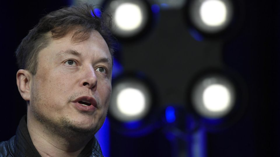 """Cyber-Attacke von Innen: """"Das war ein schwerer Angriff"""": Russe bietet Tesla-Mitarbeiter eine Million Dollar für Sabotage"""