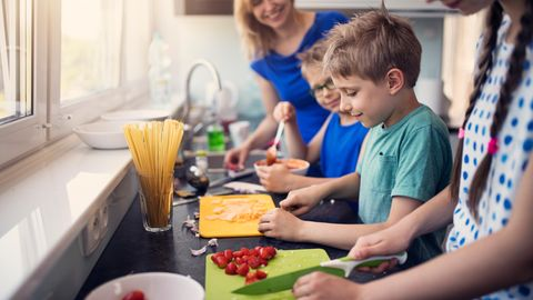 Kinder kochen vegetarisch