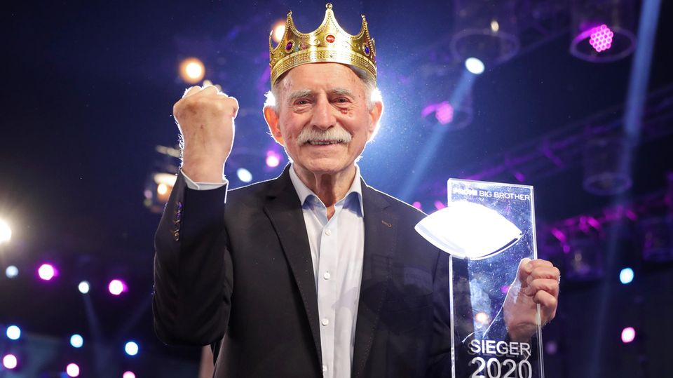 """Siegerfaust einer Sportreporterlegende: Werner Hansch hat das """"Promi Big Brother""""-Finale 2020 gewonnen"""