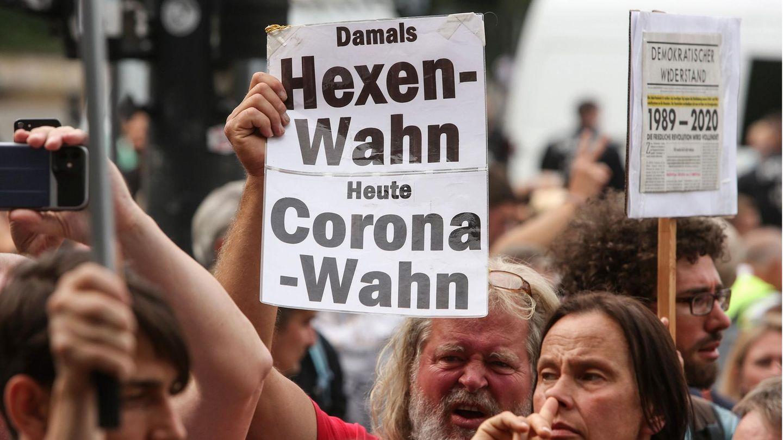 Gegner derAnti-Corona-Maßnahmen der Bundesregierung protestieren in Berlin.