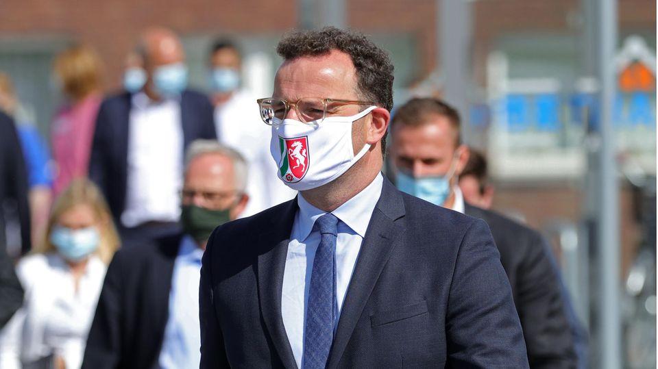 Bundesgesundheitsminister Jens Spahn (CDU) mit Mund-Nase-Schutz (Archivbild)