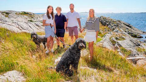 Die norwegische Königsfamilie macht Urlaub auf der Insel Dvergsøya, die zur Gemeinde Kristiansand gehört