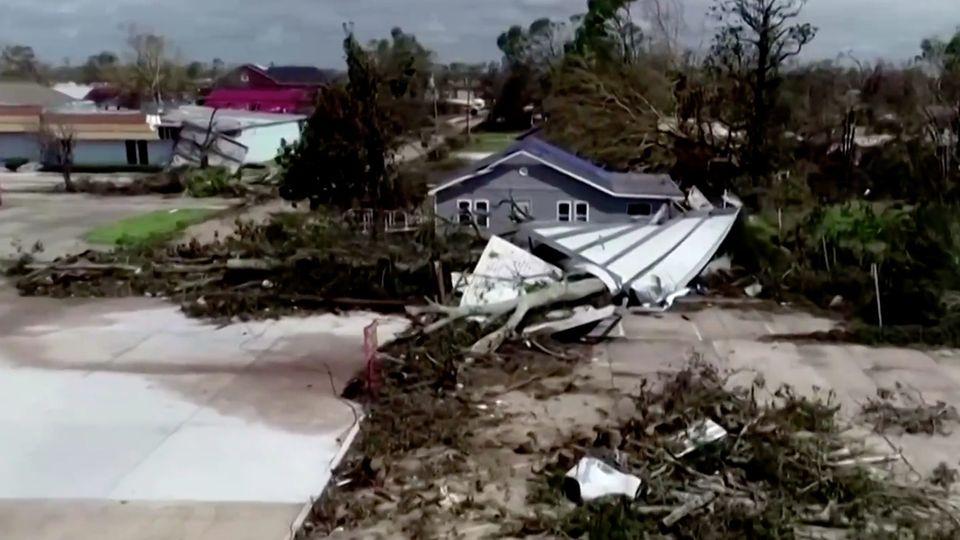 """Drohen-Video zeigt Zerstörung durch Hurricane """"Laura"""""""