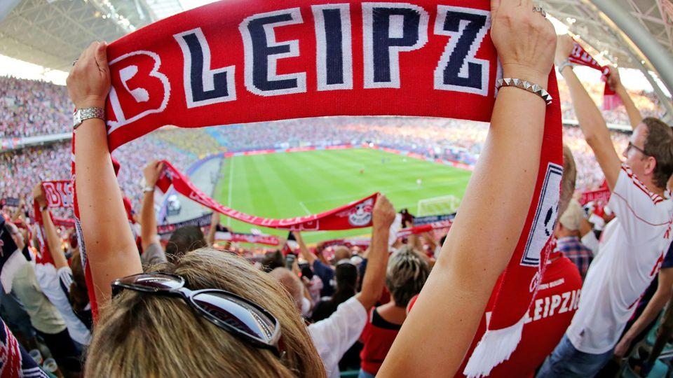 Ganz so voll wie auf diesem Bild wird das Leipziger Zentralstadion nach Rückkehr der Fans nicht gefüllt sein