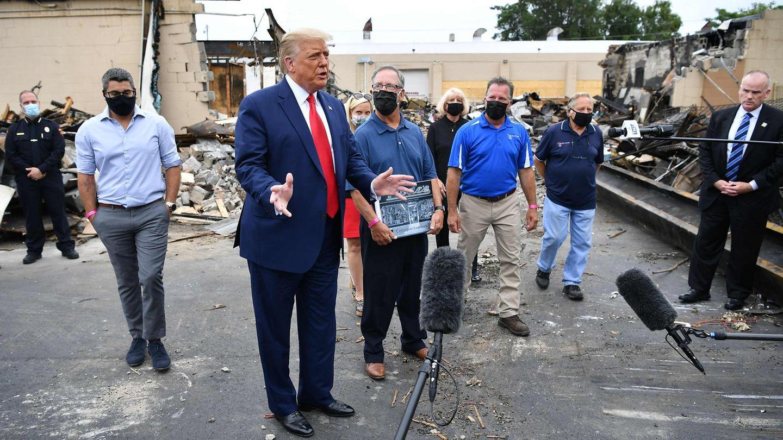 Donald Trump spricht während seines Besuches in Kenosha zur Presse