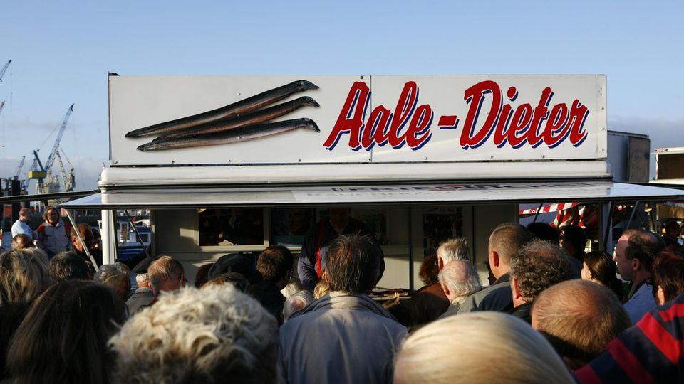 Der Fischmarkt in Hamburg Altona mit Aale-Dieter