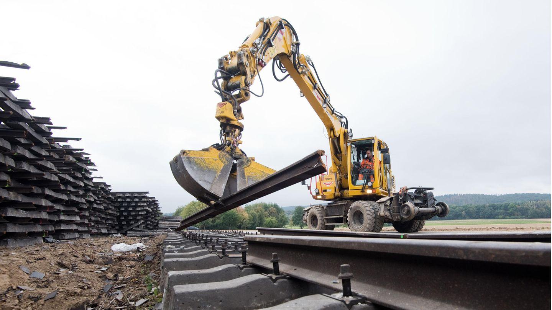 Wegen Gleisbauarbeiten kommt esauf den Fernstrecken zwischen Berlin, Leipzig, Frankfurt und München zu längeren Fahrtzeiten