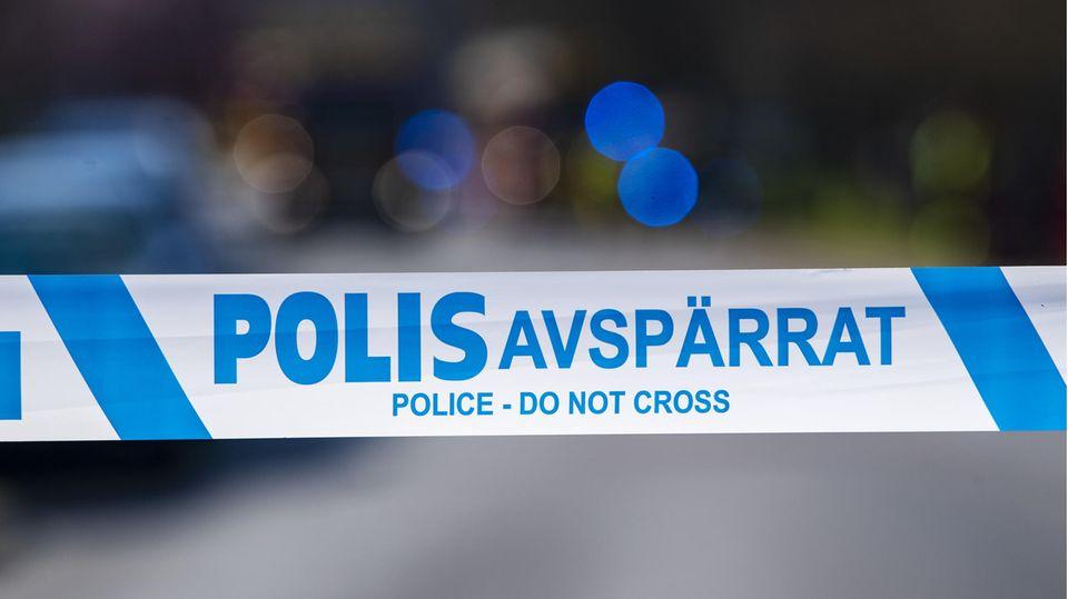 Ein Absperrband der schwedischen Polizei