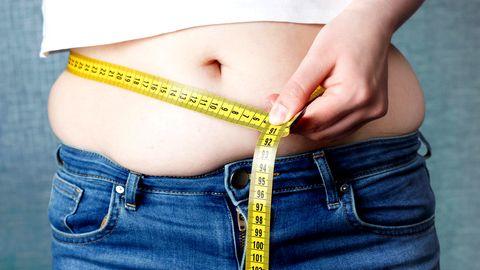 Gezielt abnehmen: Gefährliches Bauchfett –  so werden Sie es ohne Diät wieder los