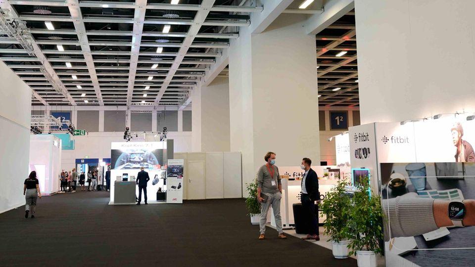 In einem normalen September wimmeln die Hallen der IFA am Eröffnungsfreitag vor Menschen