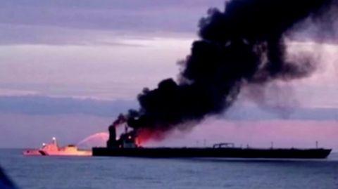 Zwei Millionen Barrel Öl an Bord: Supertanker brennt im Indischen Ozean